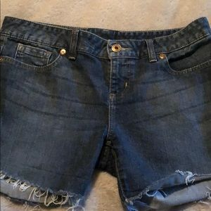 Guess cutoff denim shorts size 32